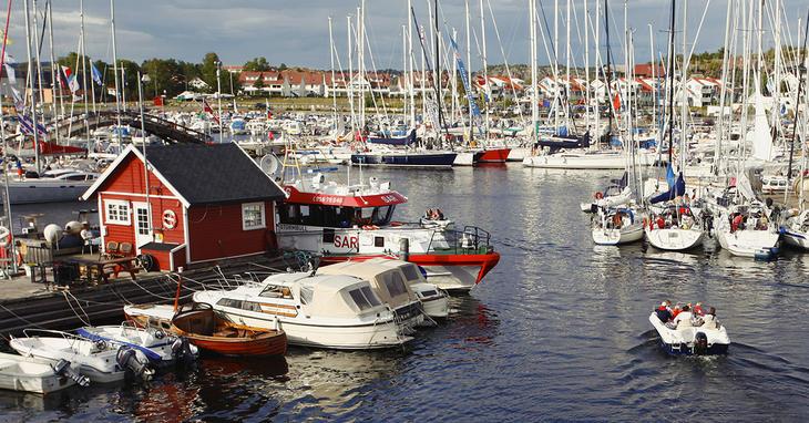 Masse båter i havn